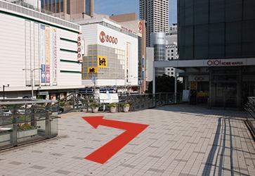 「神戸マルイ」入口手前を左へのイメージ